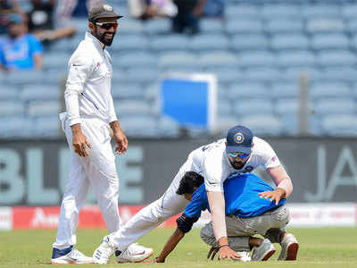 Rohit Sharma almost falls as a fan tries to touch his feet in 2nd test